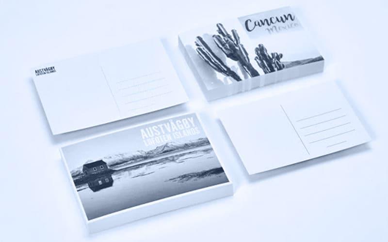 carte postale en noir et blanc